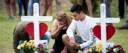santa-fe-texas-shooting-memorial-02-gty-jef-180521_hpMain_2_12x5_992
